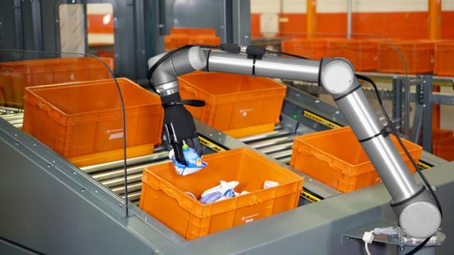 Roboter verpacken am Fließband